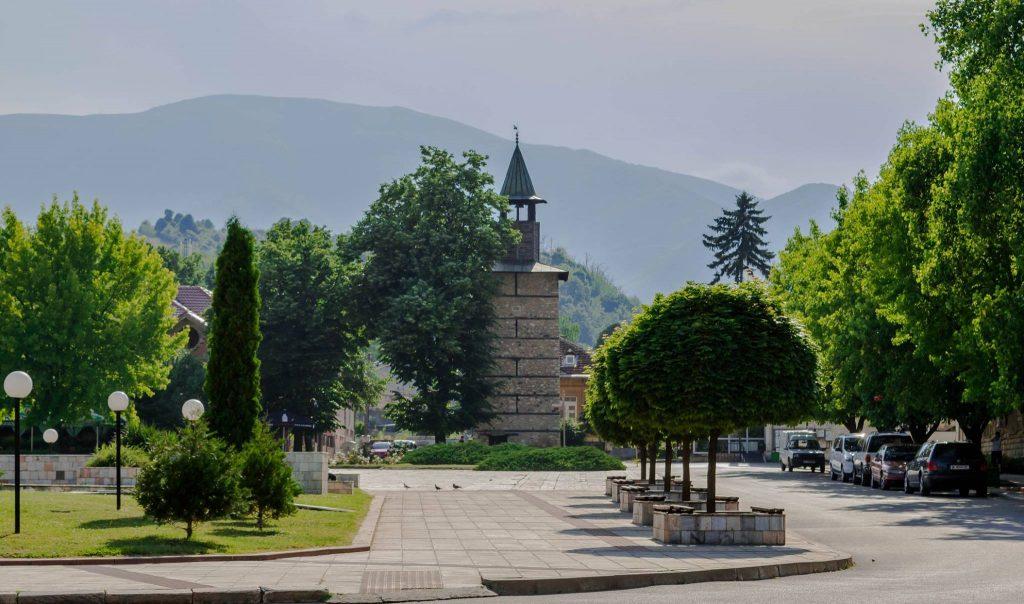Площад с кула
